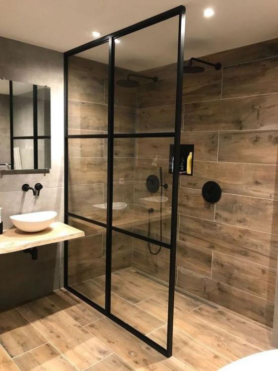 Badfliesen in Holzoptik schönes modernes Bad Duschecke Glaswand kleines Waschbecken weiß Spiegel