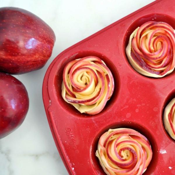 Blätterteig Rosen backen Pfirsich Pflaume Muffin Blech