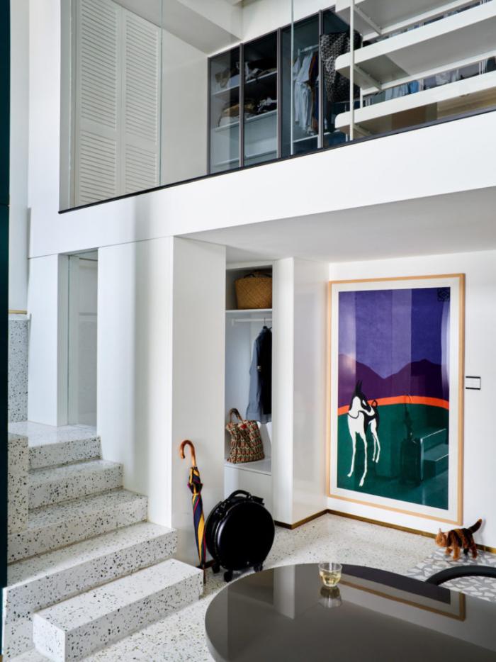 Designerwohnung in China zwei Apartments in einem viel natürliches Licht coole Kunstwerke trendige Möbel