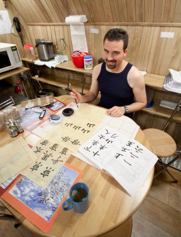 Diese Mars-500 Crew verbrachte 520 Tage in Isolation Hier sind ihre Tipps charles lernt kalligrafie china