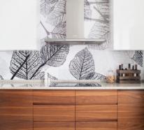 Küchenrückwand mit Blumentapeten – Pros und Contras dieser Wandgestaltung in der Küche