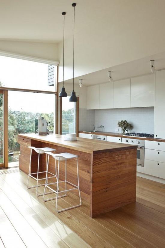 Multifunktionale Räume elegante platzsparende Hocker breite Kücheninsel aus Holz Hängeleuchten Küche Glaswand