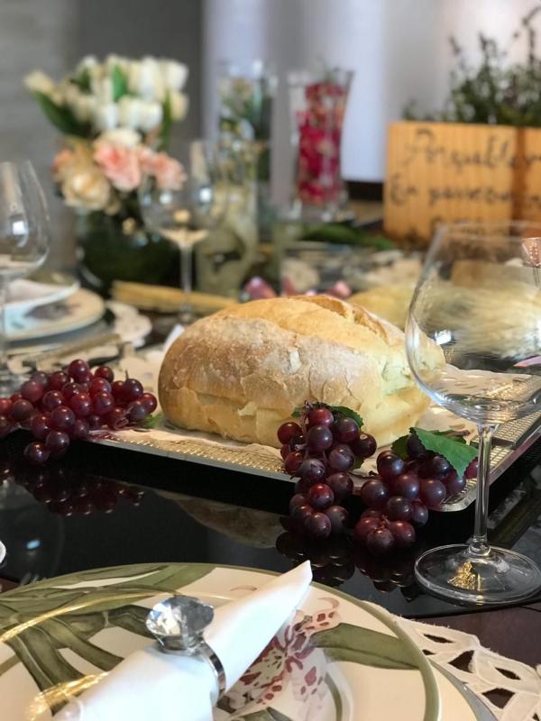 Ostern-Tischdeko Wein und Brot Ideen