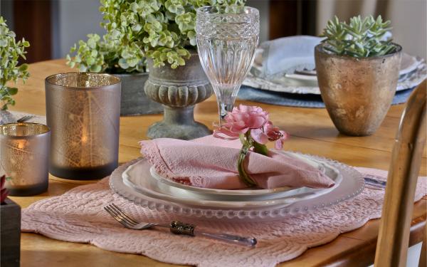 Schöne Servietten in Rosa - Ostern-Tischdeko
