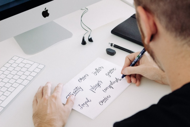 Schönschrift lernen und meistern Grundlagen der Kalligrafie handlettering lernen trainieren überall