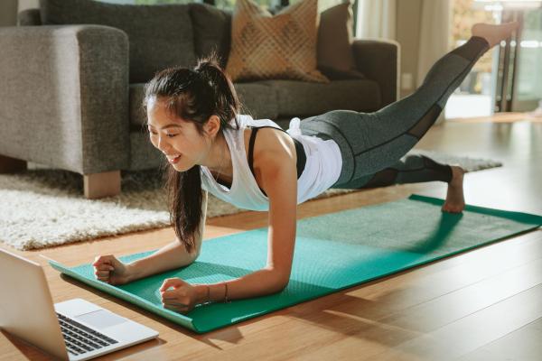 Sport zuhause Übungen für die Frauen