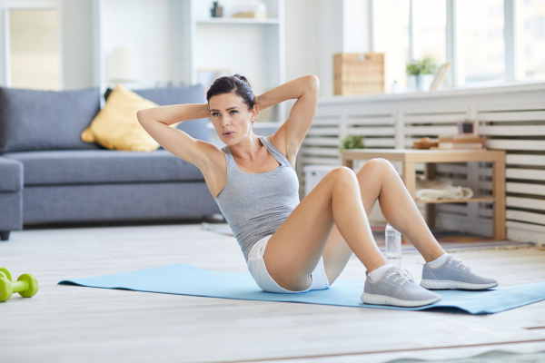 Sport zuhause Übungen vom Boden aus