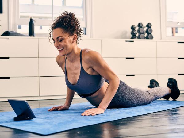 Yoga und Pilates für besseren Schlaf Sport zuhause