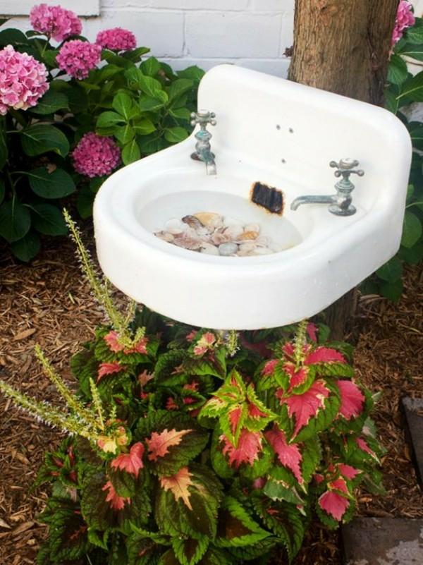altes waschbecken diy vogeltränke