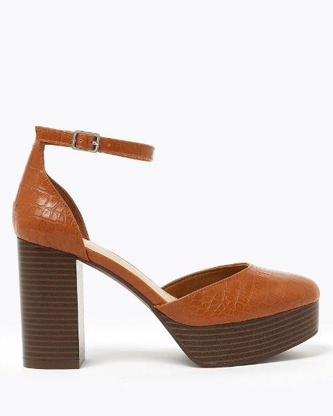 braunes schuhmodell schöne sandalen