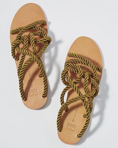 elegantes modell mit gewebten sandalen schöne sandalen