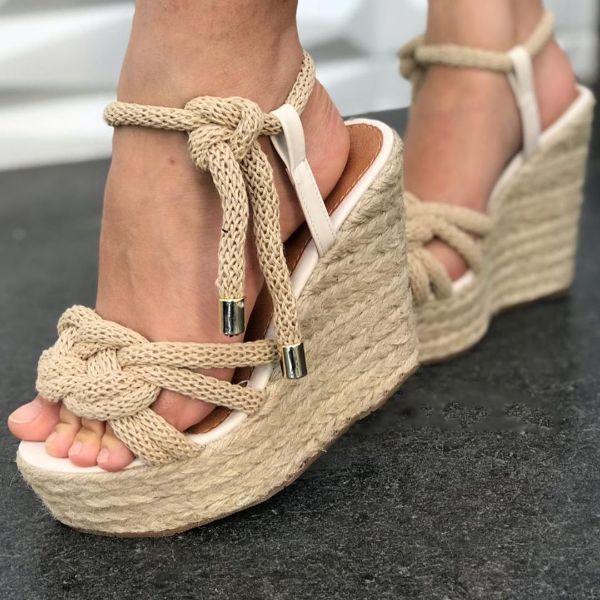 schöne sandalen gewebtes schuhmodell