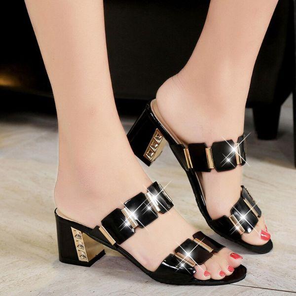 schöne sandalen - schwarze lackierung
