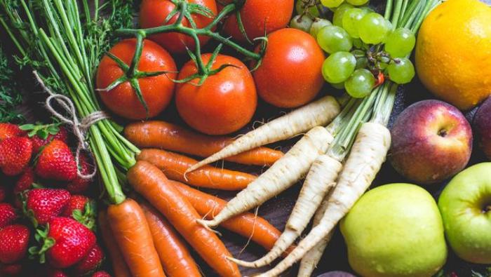 vor Coronavirus schützen Karotten Rübe Tomaten Erdbeeren Äpfel