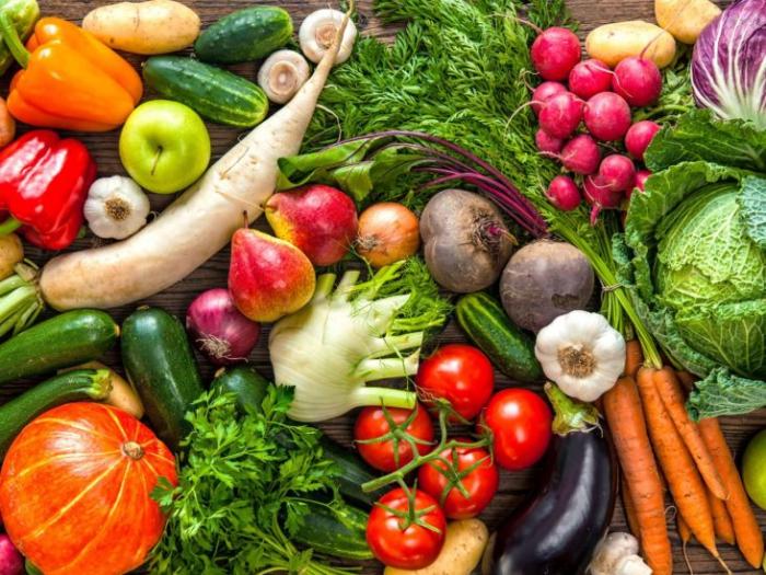 vor Coronavirus schützen viel frisches Obst und Gemüse essen gute Vitaminquelle