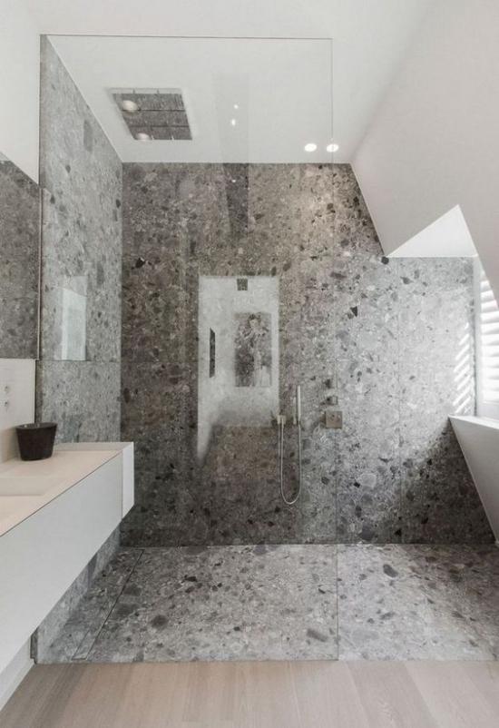 Baddesigns in Grau Betonboden Betonwand Duschecke Glaswand