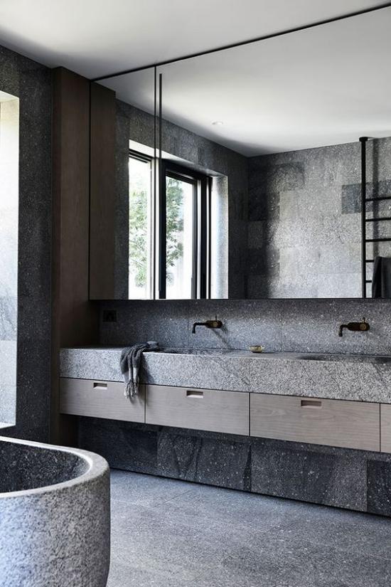 Baddesigns in Grau grober Stein raue Oberflächen verschiedene Nuancen von Grau schöne Badgestaltung