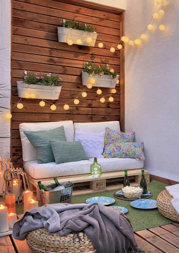 Balkon-Sofa - Beleuchtung auf dem Balkon