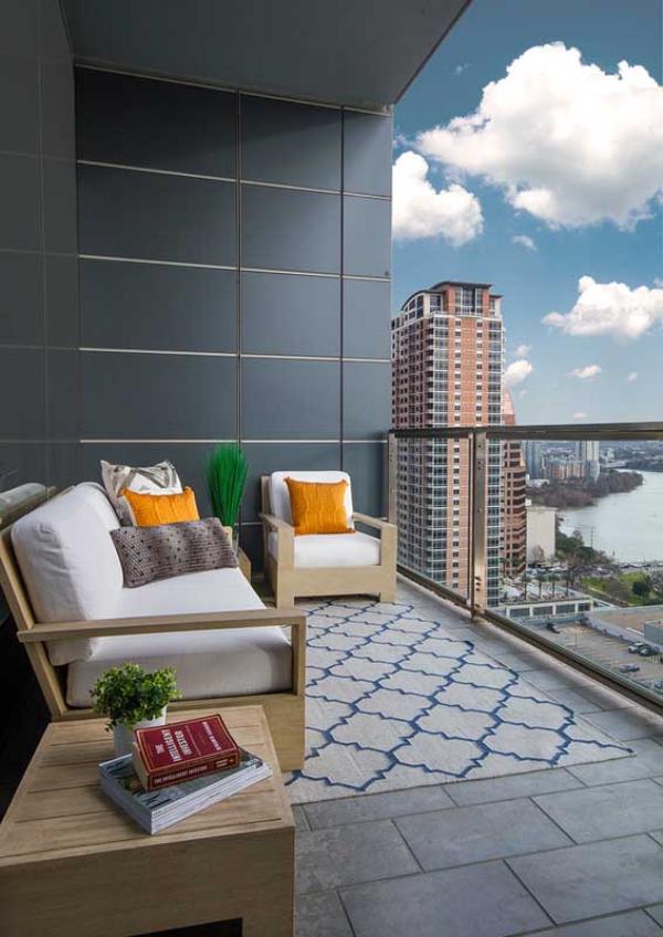 Balkon-Sofa - Stadtaussicht - schöne Ideen