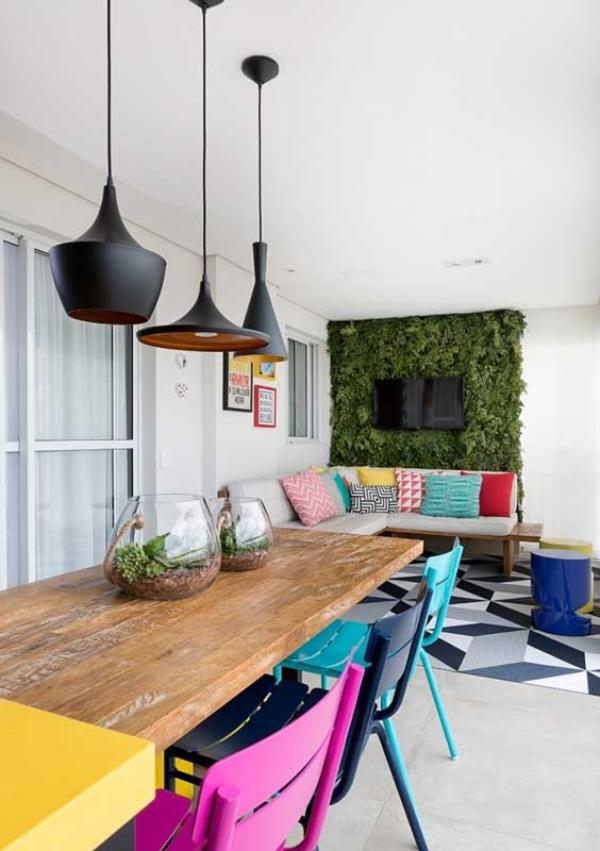 Balkon-Sofa - Tischgestaltung - bunte Möbelgestaltung