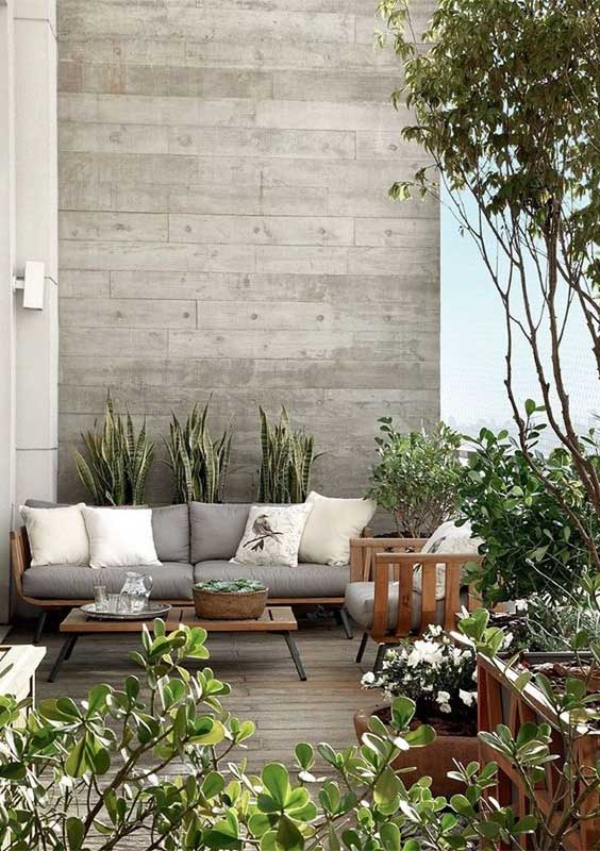 Balkon-Sofa - grüne Balkongestaltung