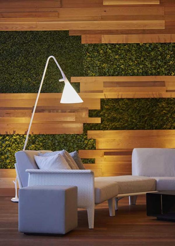 Balkon-Sofa - moderne grüne Wandgestaltung