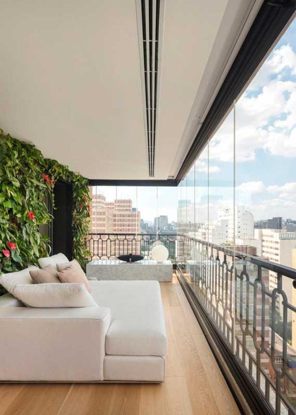 Balkon-Sofa - neutrale Möbeleinrichtung
