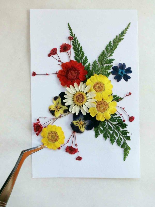 Blumen pressen Blumendeko arangieren Blumen berahmen