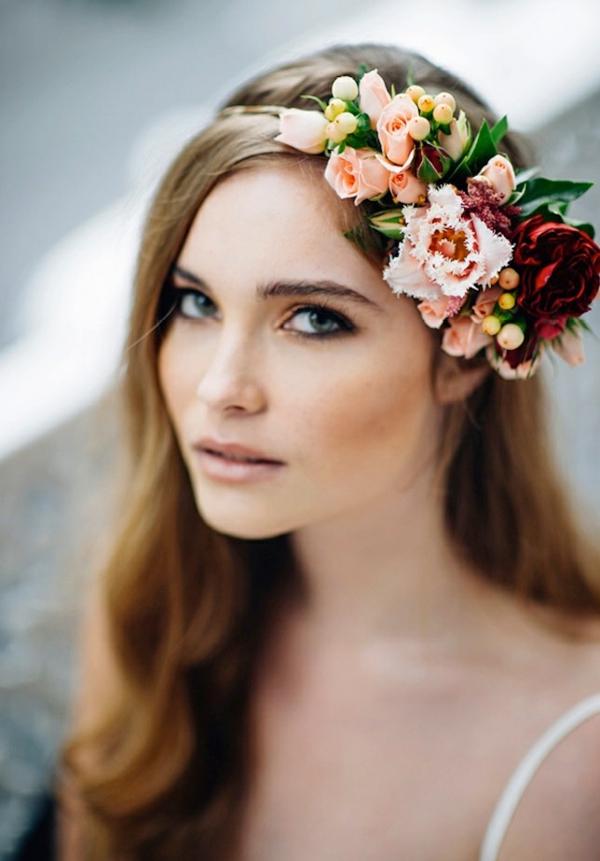 Brautfrisur mit Blumen offen