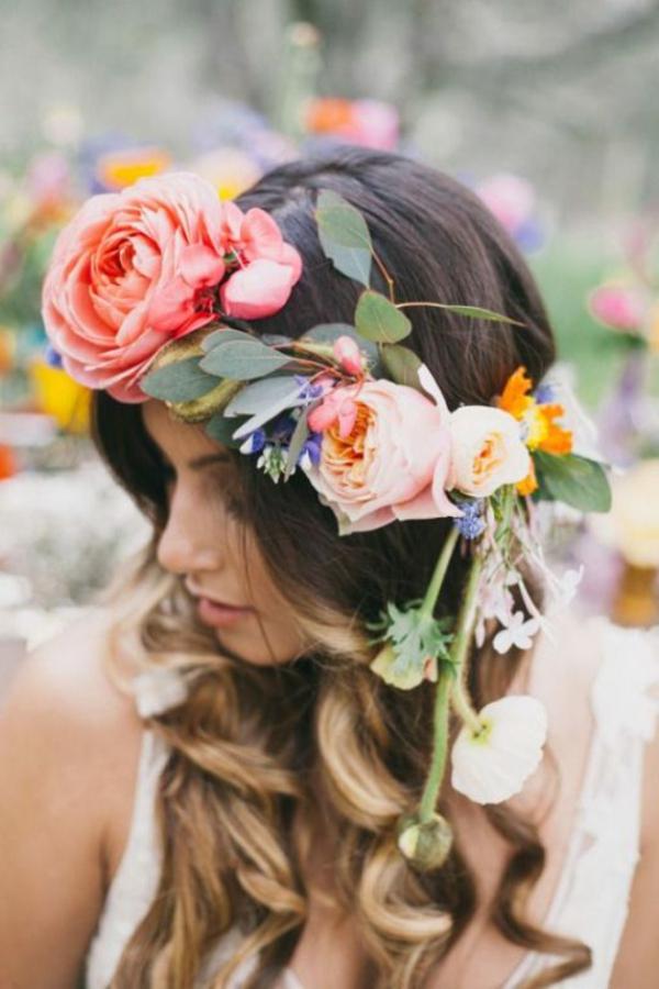 Brautfrisur offen mit Blumen Frühlingsblumen Ideen