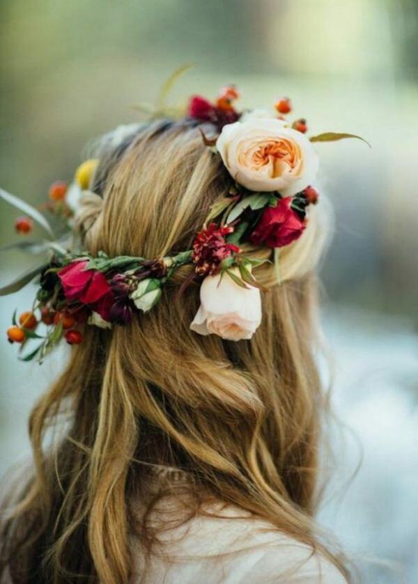 Brautfrisur offen mit Blumen Frühlingsblumen