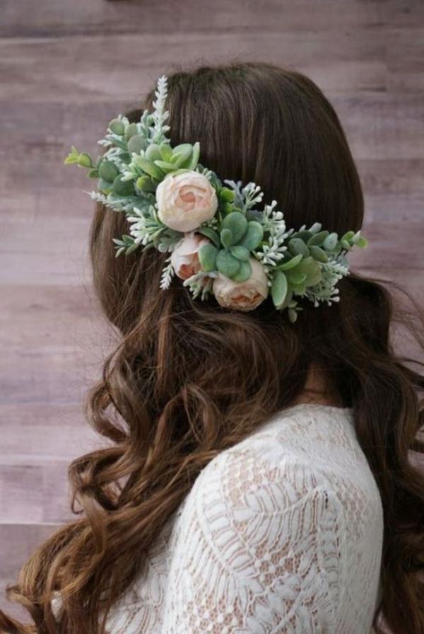 Brautfrisur offen mit Blumen Hochzeitsfeier