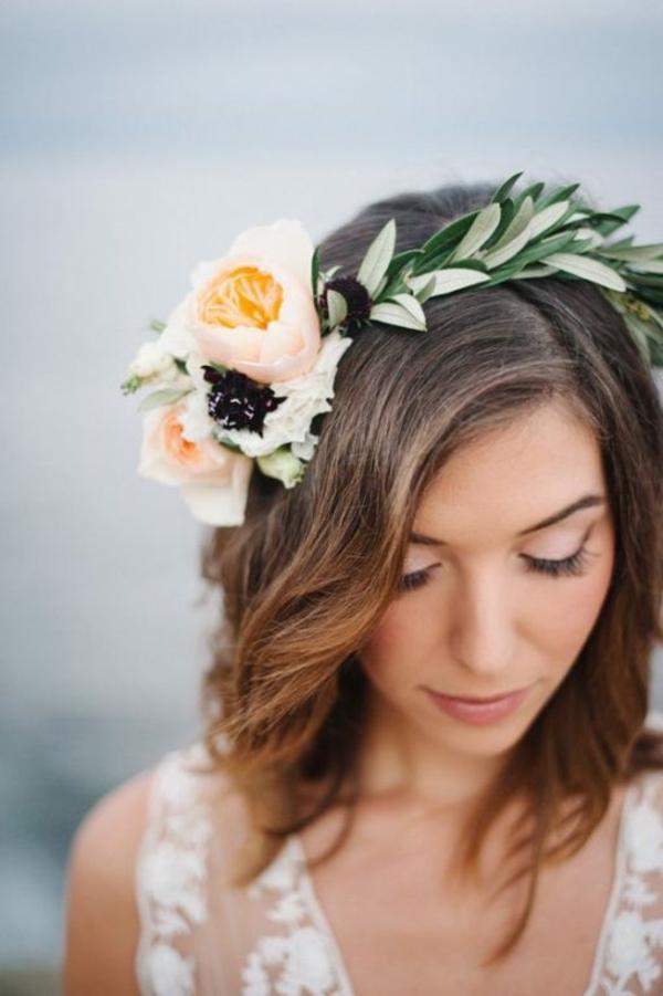 Brautfrisur offen mit Blumen Hochzeitstag