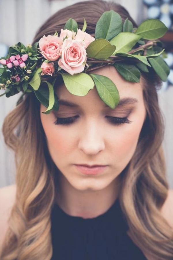 Brautfrisur offen mit Blumen Ideen