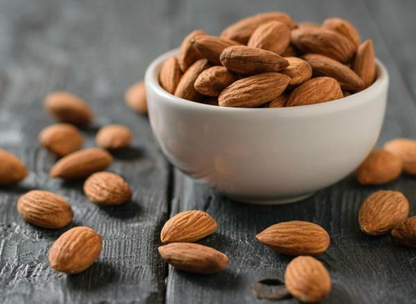 Fett Killer fettverbrennende Lebensmittel Nüsse Mandeln