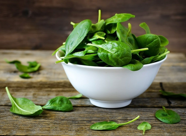 Fett Killer fettverbrennende Lebensmittel Spinat frisches Gemüse