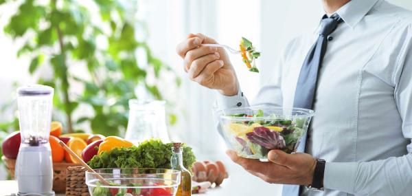 Formula Diät - Essen verschiedener Produkte