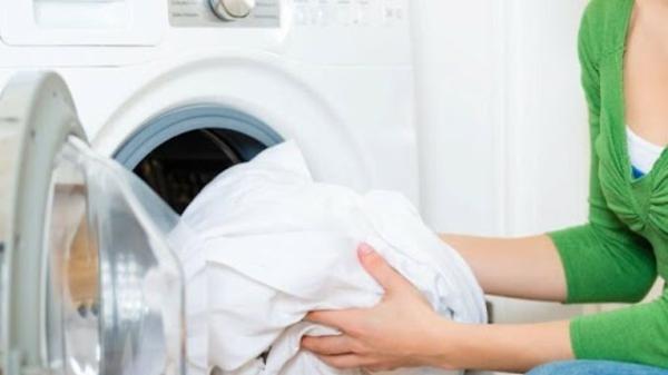 Gardinen in der Waschmaschine waschen richtigen Waschgang auswählen