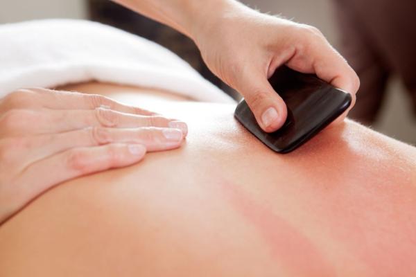 Gua Sha Massage - sehr gesunde Rückenmassage