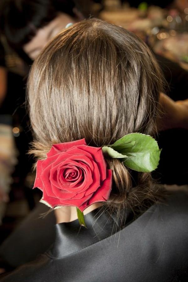 Hochzeitsfrisur mit Blumen ohne Schleier Riesenblume Rose
