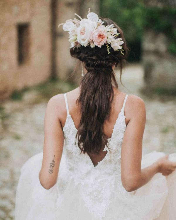 Hochzeitsfrisuren mit Blumen Brautfrisuren Blumen im Haar