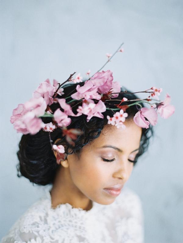 Hochzeitsfrisuren mit Blumen Brautfrisuren Frühlingsblumen