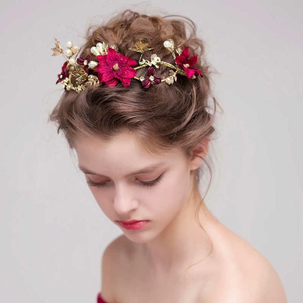 Hochzeitsfrisuren mit Blumen Deko Hochzeitsaccessoires