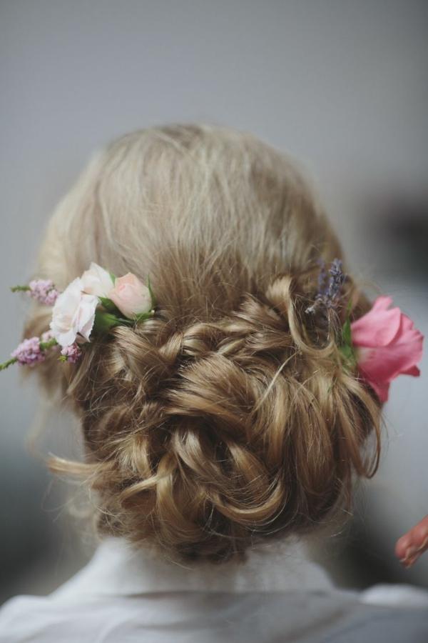 Hochzeitsfrisuren mit Blumen Haarschmuck