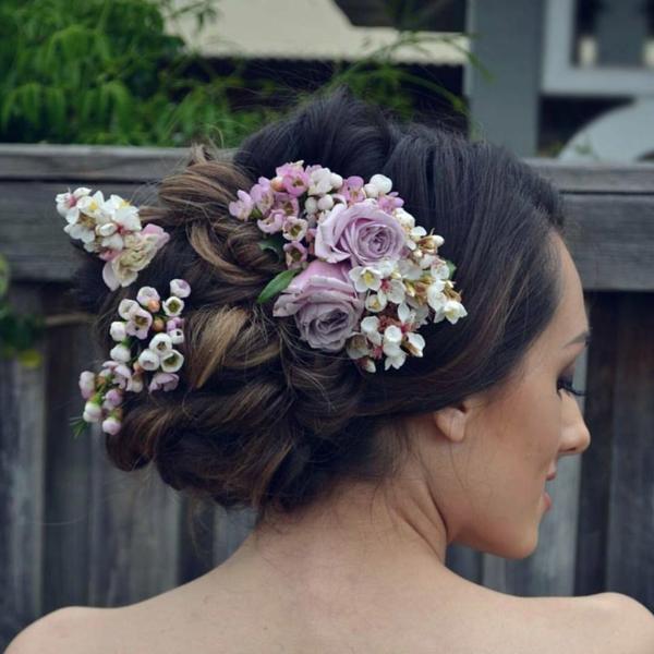 Hochzeitsfrisuren mit Blumen Ideen Hochzeitsfeier