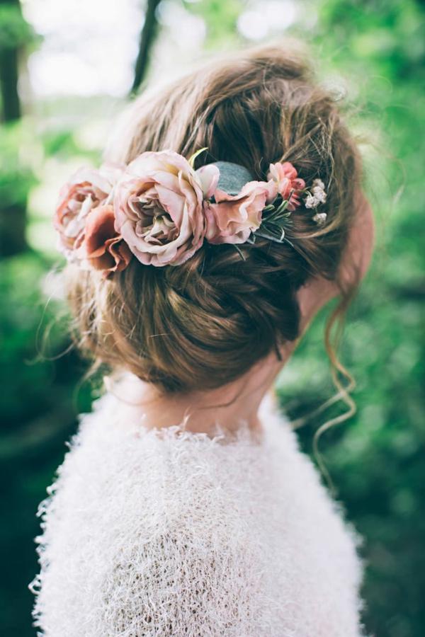 Hochzeitsfrisuren mit Blumen Pfingstenrosen