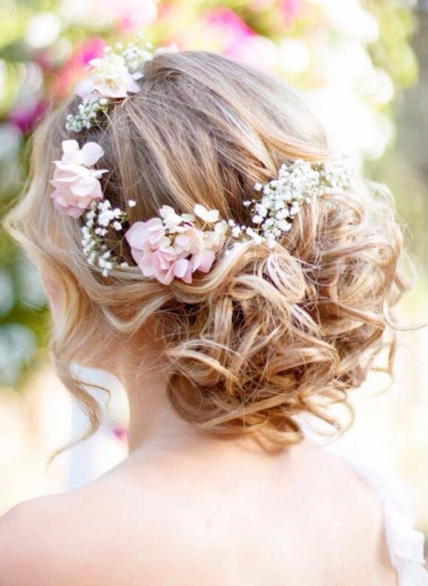 Hochzeitsfrisuren mit Blumen Schleierkraut Frühlingsblumen