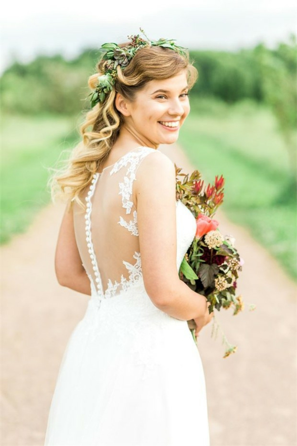 Hochzeitsfrisuren mit Blumen halboffen rustikal