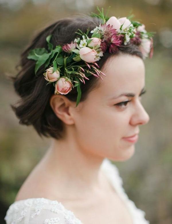 Hochzeitsfrisuren mit Blumen kurze Haare Blumenkrone
