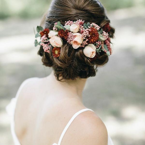 Hochzeitsfrisuren mit Blumen ohne Schleier Frühlingsblumen